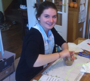 Perrine lors de l'atelier Gommage corporel au sucre